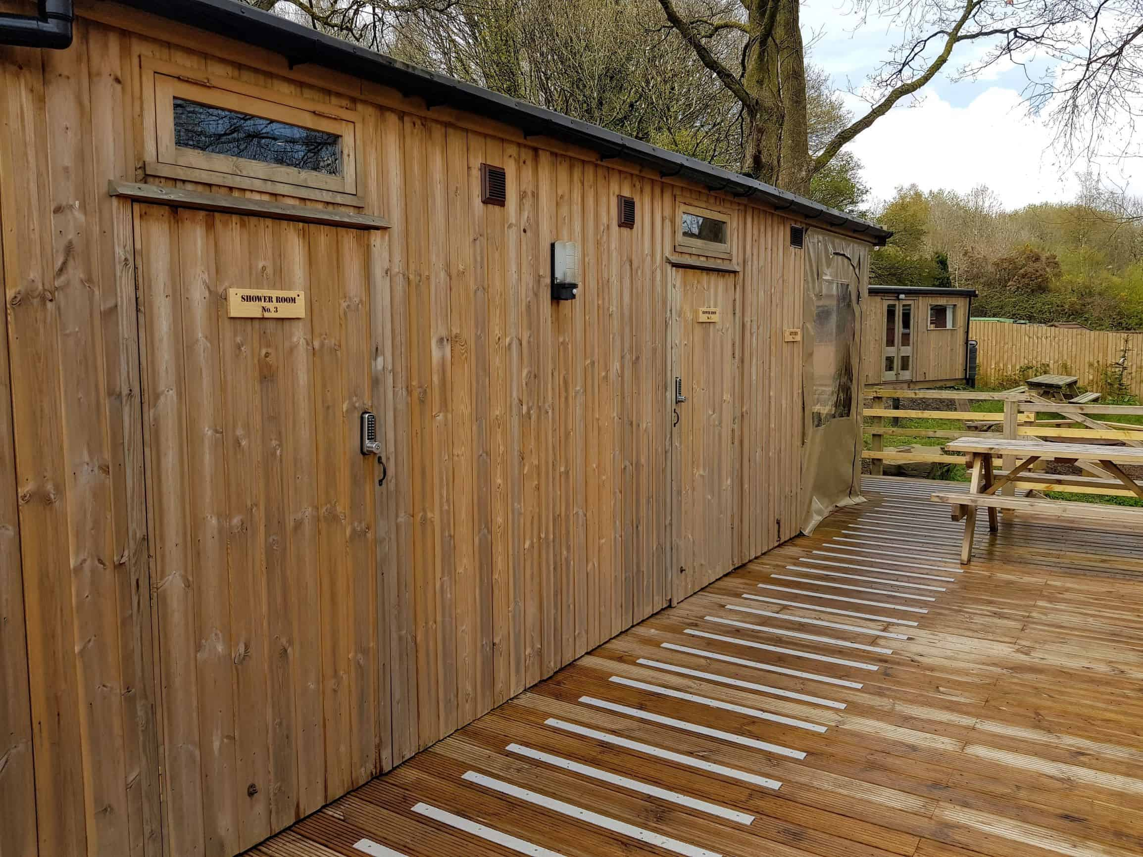 Facilities cabin with showers, kitchens, picnic table